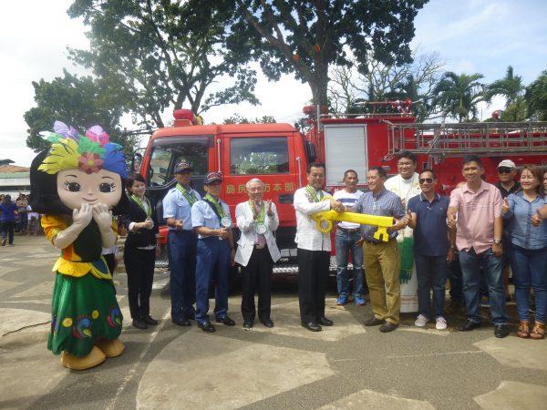 NGO無償連携協力資金(リサイクル物資輸送事業)として南城市からビクトリアス市へ消防車・軽自動車・救助艇の寄贈